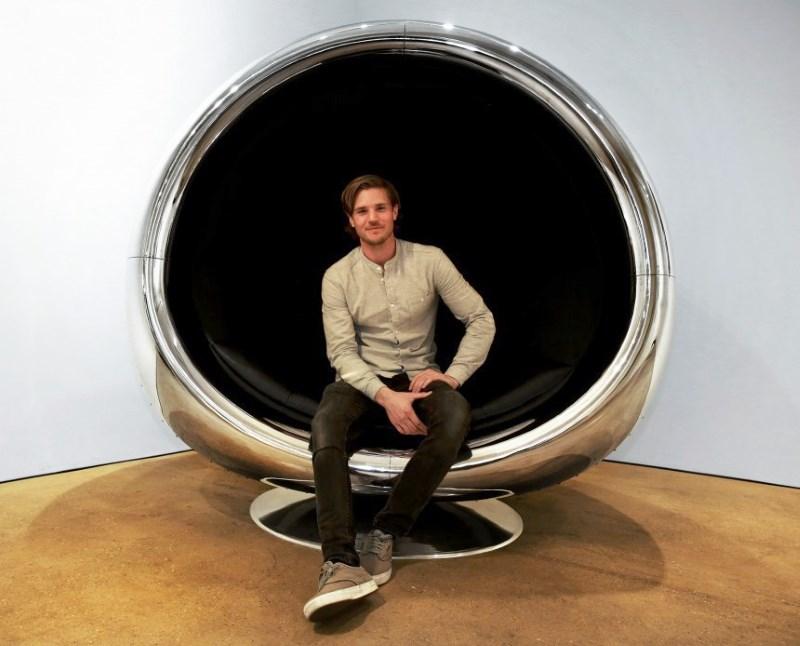 Кресло из списанного двигателя Boeing 737