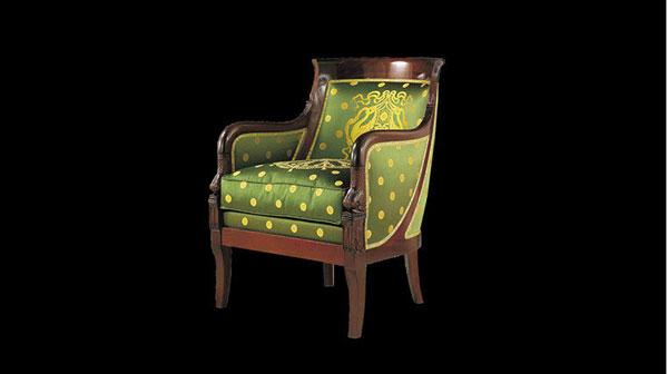 Бержер-гондоль. Кресло со сплошными стенками-подлокотниками и скругленной спинкой, напоминающее форму носовой части гондолы.