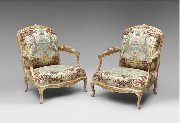 Маркиз (Marquise). Тяжелое низкое кресло с невысокой спинкой, подлокотниками и самым широким сидением.