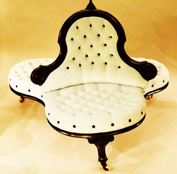Будёз (Boudeuse, «фрегат»). Мебель для салона в форме двух кресел с одной общей спинкой.