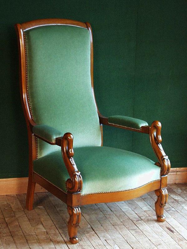Вольтер (Voltaire). Кресло с очень высокой спинкой и набивными подлокотниками
