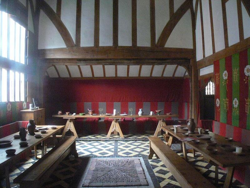 Восстановленная обстановка пиршественного зала замка  в Йорке (1483г.)
