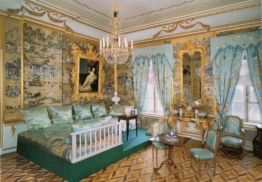 Диванная в Большом Петергофском дворце.