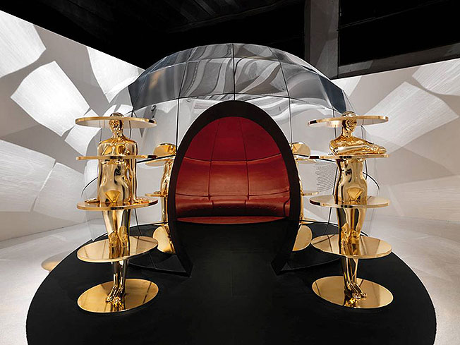 Комната-инсталляция Ф. Новембре Intro, Stanze. XXI Миланская триеннале. Palazzo dell'Arte, Милан.