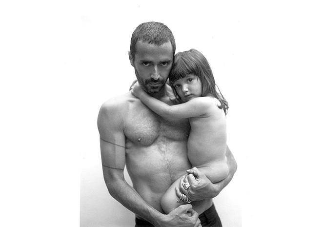 Снимок с дочерью. Опубликован в личном блоге Фабио Новембре. 2007.
