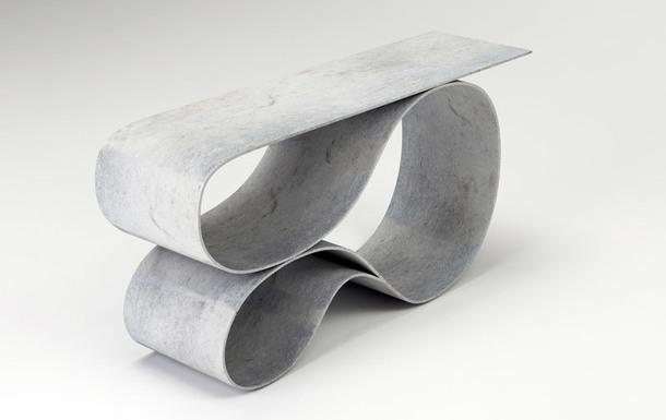 Whorl Console и Whorl Table сделаны из бетонного полотна — материала, который представляет собой два слоя ткани с начинкой из сухой бетонной смеси.