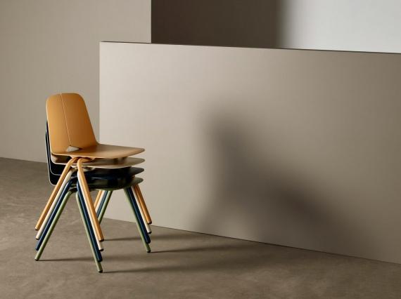 Адам Корниш сшил листы алюминия для новой коллекции стульев