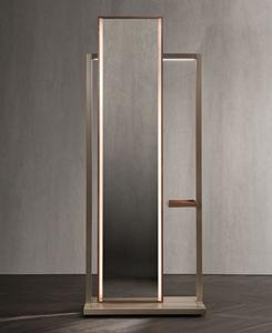 Continuum, диз. Маттео Нунциати. Напольное зеркало. Дуб, тонированный в оттенок кофе, или орех сanaletto rialto. LED-подсветка. Cтруктура из стали в финише «анодированная бронза» или gris sablé. Версия с полкой для мелочей.