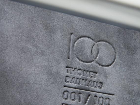 Стул S 533 F Дизайн-дуэт Людвига Миса ван де Роэ. Отмечены памятными знаками в честь 100-летия основания школы Баухаус.