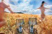 Кресла HIM & HER, Casamania. 2008. Форма Новембре цитирует знаменитый пластиковый стул Вернера Пантона, плюс дизайнер вспоминает библейскую легенду о сотворении Адама и Евы.